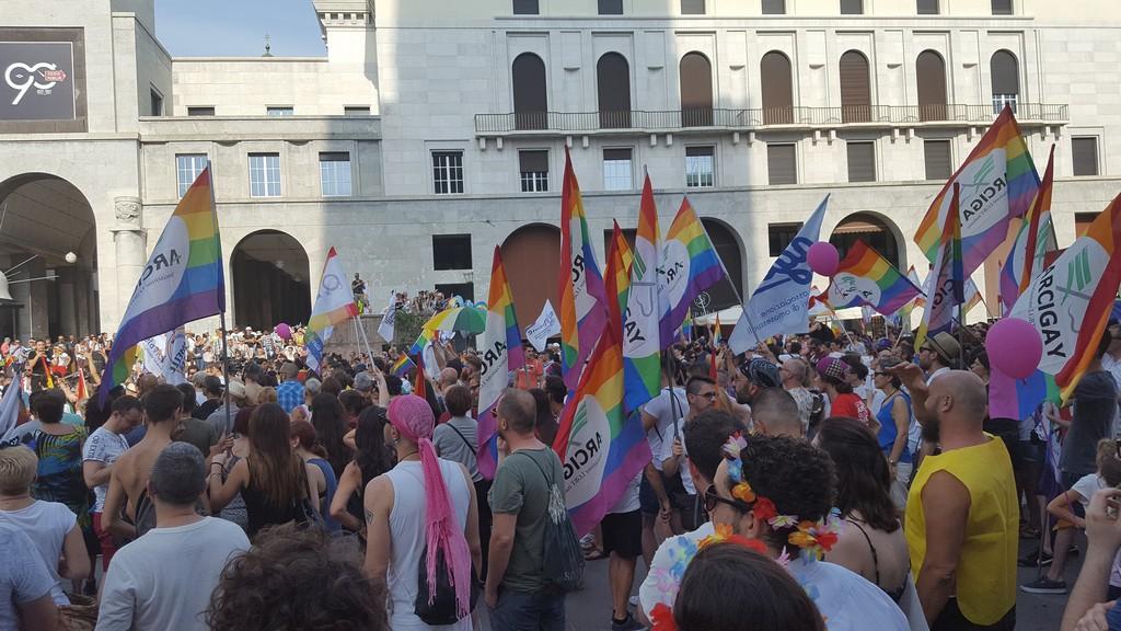 BRESCIA PRIDE: QUASI 7.000 IN CORTEO PER L'ORGOGLIO LGBT – Le foto ed il video